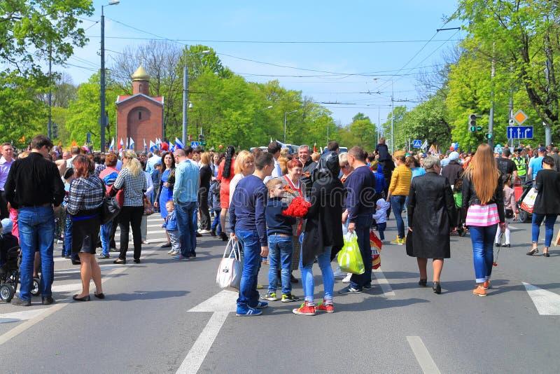 Download Victory Day - Mensen Bij De Kruising Van Gornaya-Straat En Gvardeysky-Weg Redactionele Fotografie - Afbeelding bestaande uit straat, stad: 54086367
