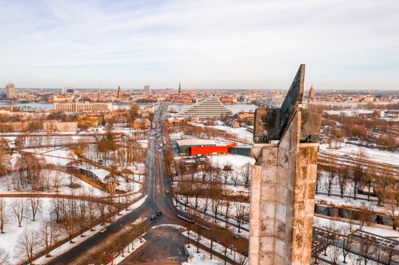 Victory Memorial till den sovjetiska armén i Agenskalns Skapat 1985 som firar minnet av sovjetiska arméns seger royaltyfri foto
