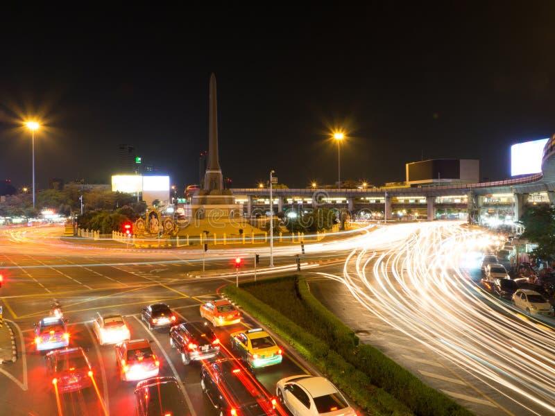 Victory Monument bij nacht in Thailand stock afbeelding