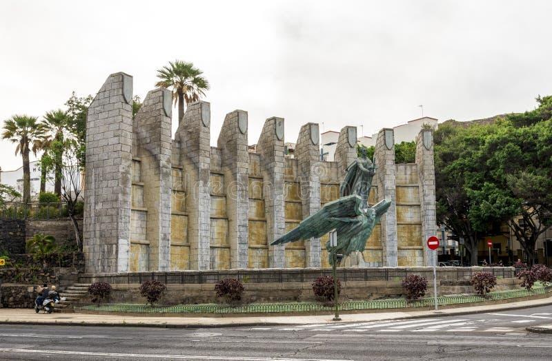 Victory Monument in herdenking van Algemene Franco met zijn beeldhouwwerk, Santa Cruz de Tenerife, Spanje royalty-vrije stock afbeelding