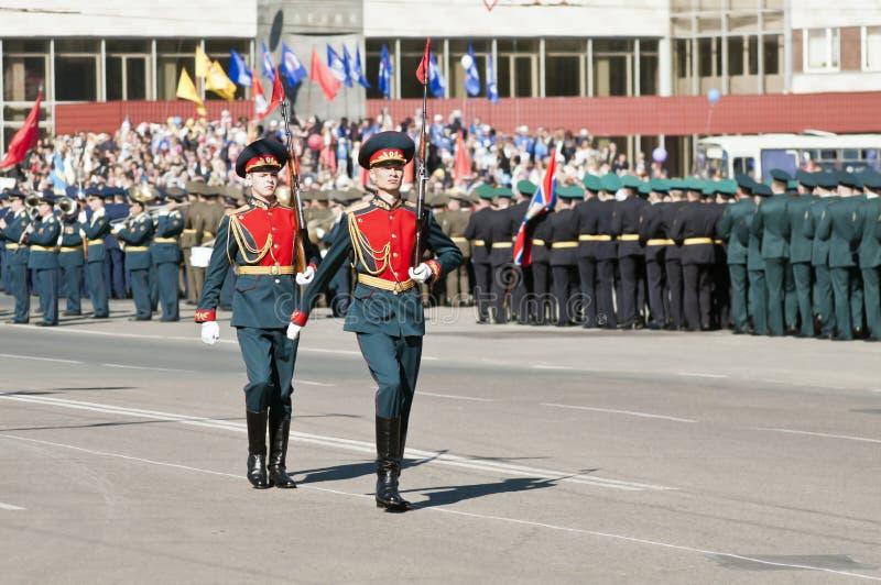 Victory Parade in der Stadt von Orenburg, Russland lizenzfreie stockfotografie