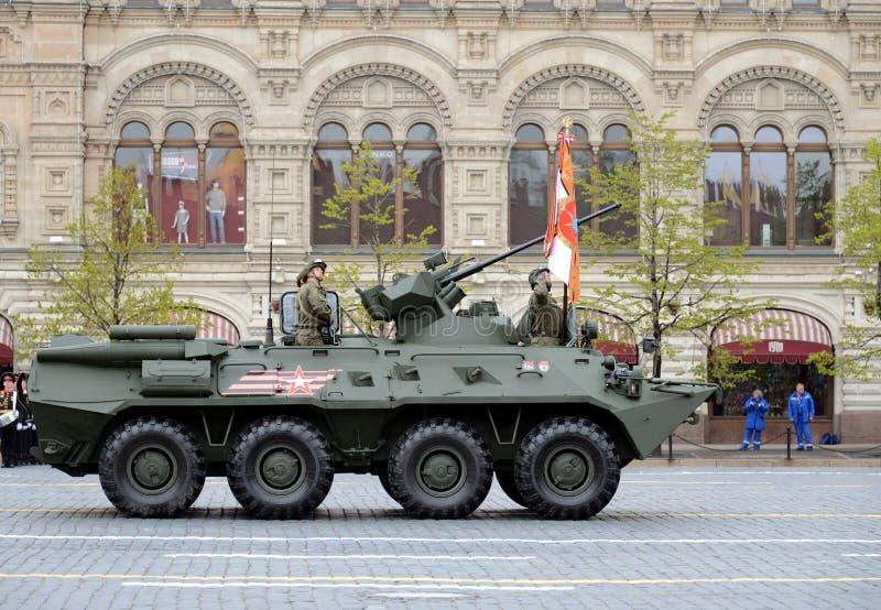 Victory Parade in quadrato rosso per commemorare 72th anniversario della resa di Nazi Germany Autoblindo leggero di BTR-82A immagine stock libera da diritti
