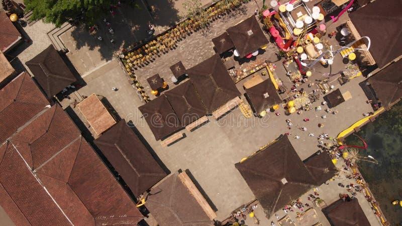 vidéo 4K volante aérienne de Pura Tirta Empul d'en haut Temple de Balinese photographie stock libre de droits