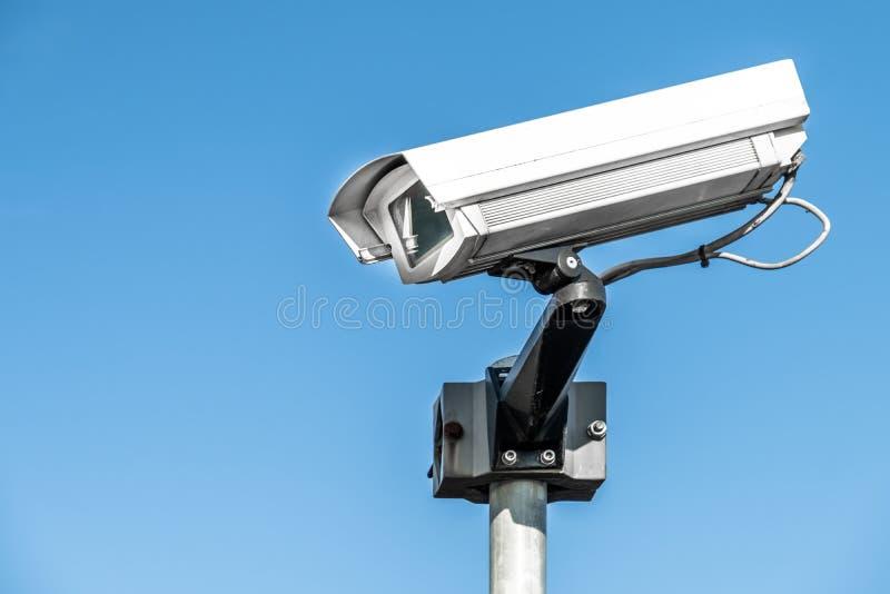 Vidéo surveillance de télévision en circuit fermé sur un poteau photos libres de droits