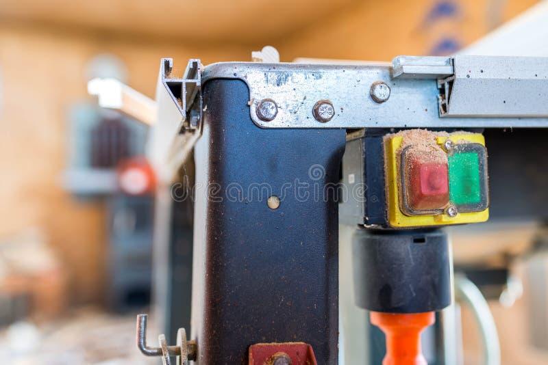 Vid avstängning av bordsväxeln stängdes skott, grunt fältdjup royaltyfri fotografi