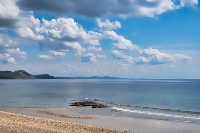 Vid kusten - Lyme Regis royaltyfria foton