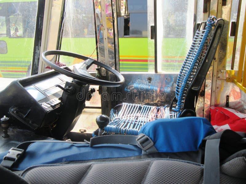 Vid nivån, drevet, bussen och Tuk Tuk till och med södra Indien/, royaltyfri foto