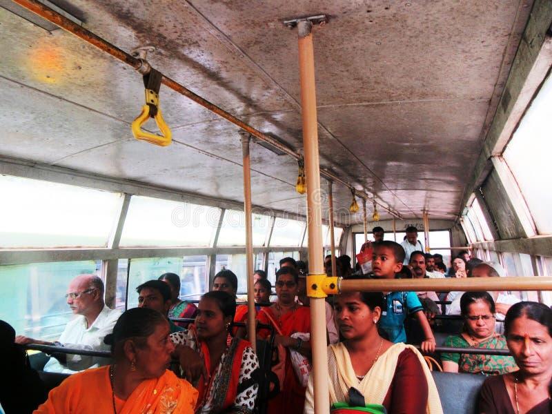 Vid nivån, drevet, bussen och Tuk Tuk till och med södra Indien/, royaltyfria bilder
