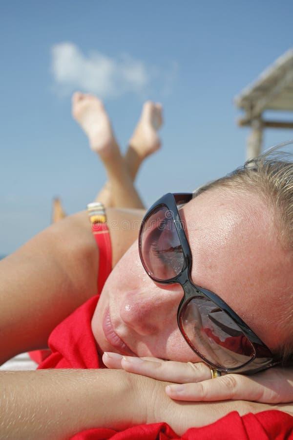 A vida é uma praia (o molhe) foto de stock