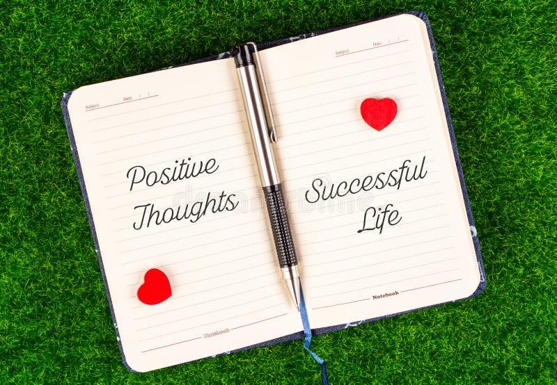 Vida acertada igual de los pensamientos positivos imagen de archivo libre de regalías