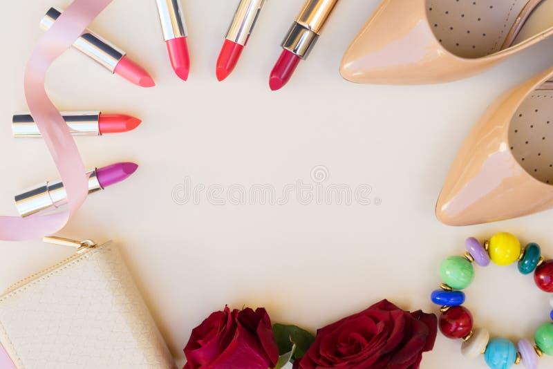 Vida colorida Nude dos saltos altos ainda fotografia de stock