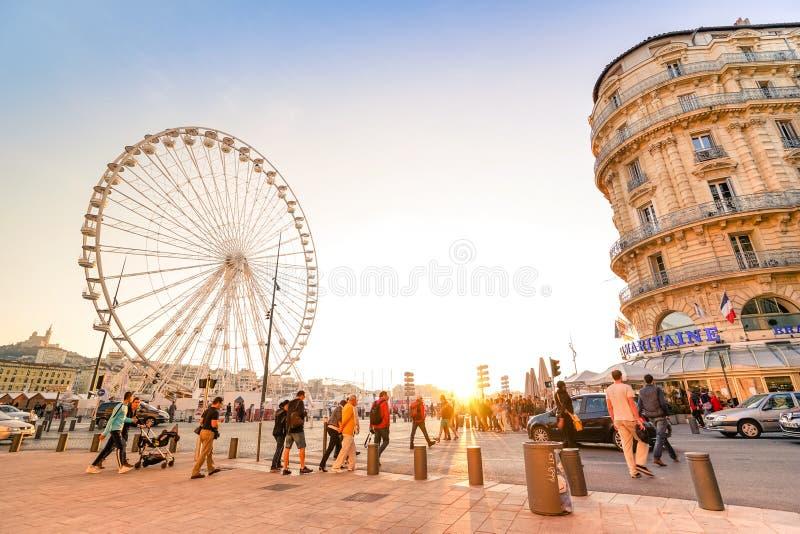 Vida cotidiana con la gente y los turistas locales en Marsella imagen de archivo libre de regalías