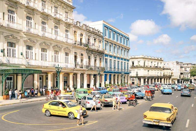 Vida cotidiana con los turistas locals en Havana Cuba fotos de archivo