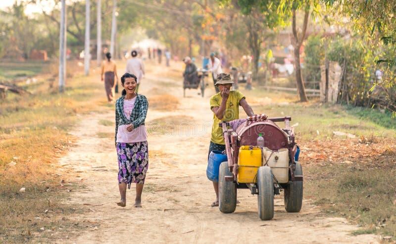 Vida cotidiana en Dala - campo cerca de Yangoon Myanmar foto de archivo