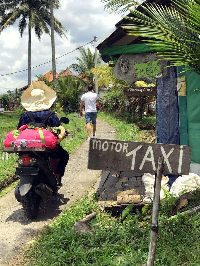 Vida cotidiana en los strets y los exteriores de Bali foto de archivo libre de regalías
