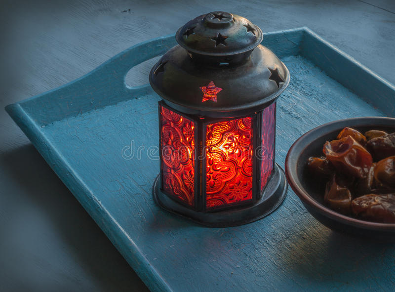 Vida da lâmpada e das datas da ramadã ainda foto de stock royalty free