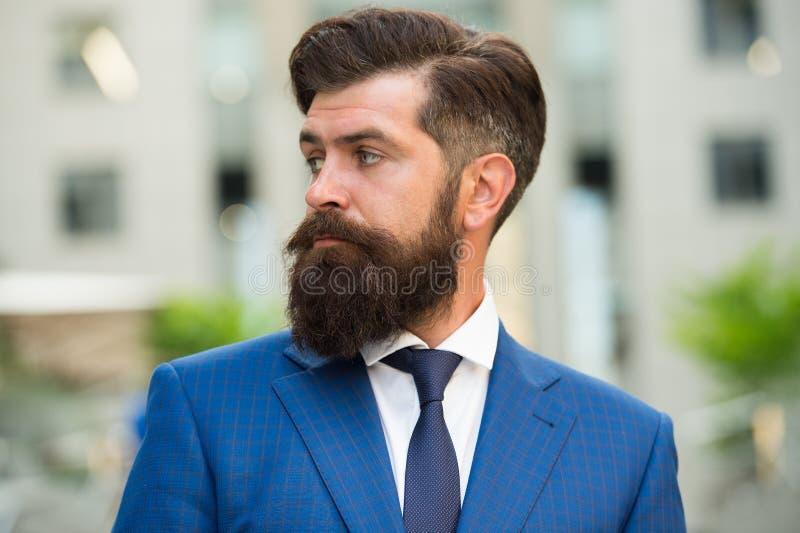 Vida de asunto Hombre de negocios elegante del hombre Acertado y motivado para el éxito Traje de moda del desgaste barbudo del ho imágenes de archivo libres de regalías
