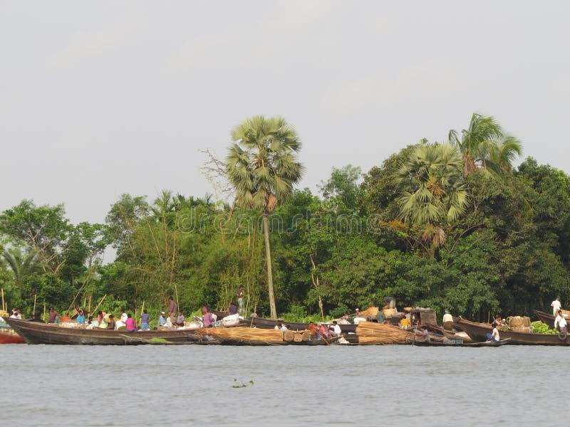vida de cada día en los ríos, Barishal, Bangladesh fotos de archivo