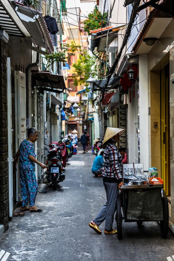 Vida de cada d?a de la calle trasera en el mercado de Xom Chieu, Saigon, al sur de Vietnam fotos de archivo libres de regalías