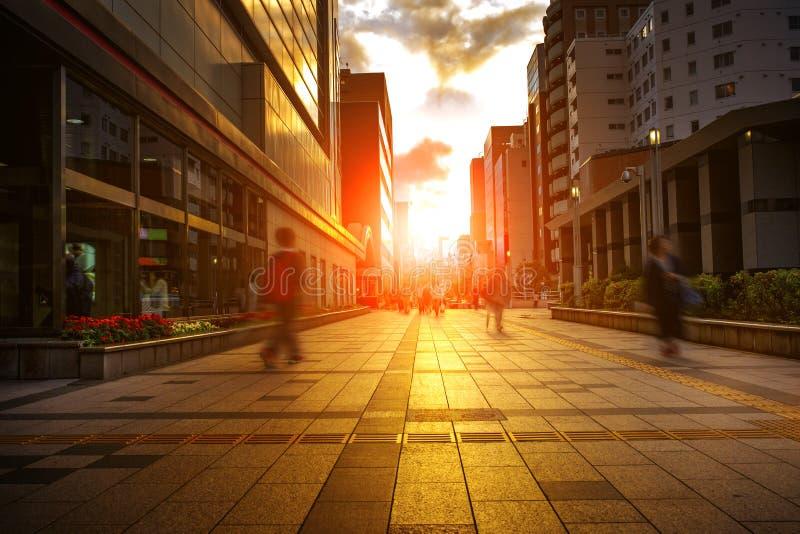 Vida de ciudad y colorido del cielo de la puesta del sol en Sapporo Hokkaido Japón fotos de archivo