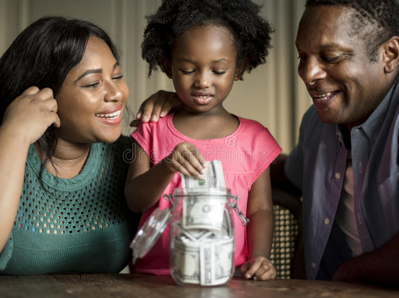 Vida de descanso home da casa da família da ascendência africana imagem de stock royalty free