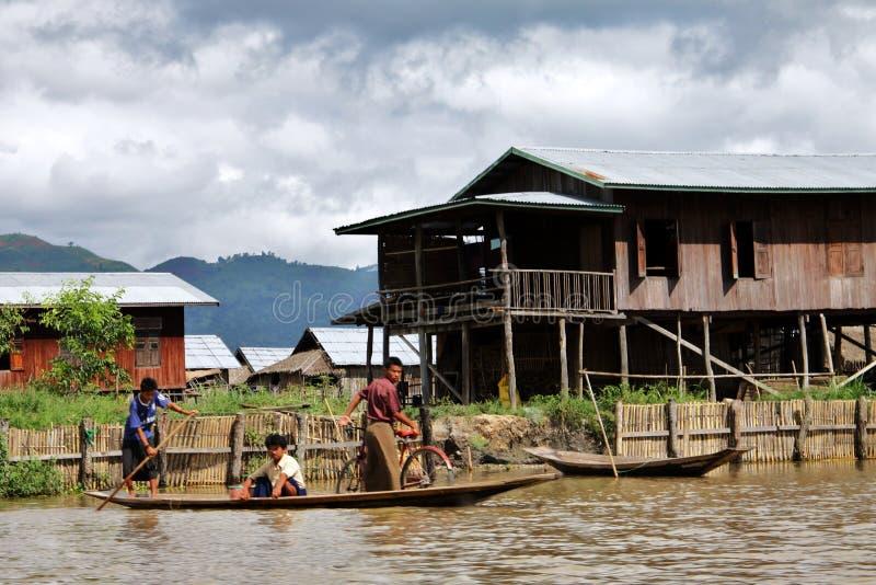 Vida de Myanmar no lago Inle foto de stock royalty free