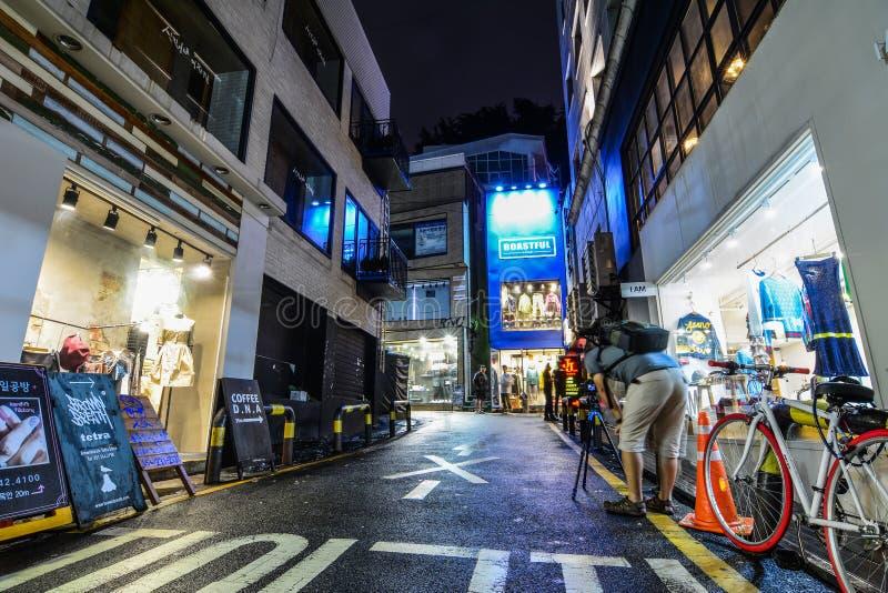 Vida de noche en la calle de Nampo-Dong foto de archivo