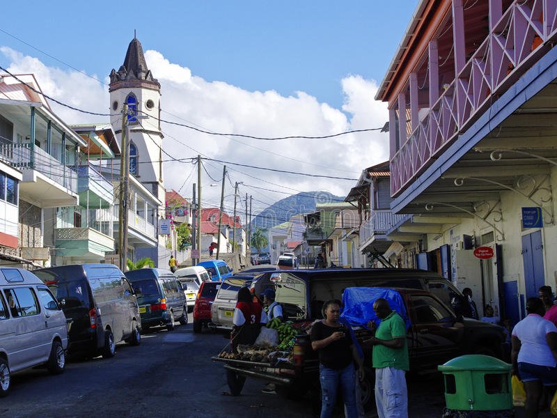 A vida de rua da cidade de Roseau, ilha de Domínica, imagens de stock royalty free