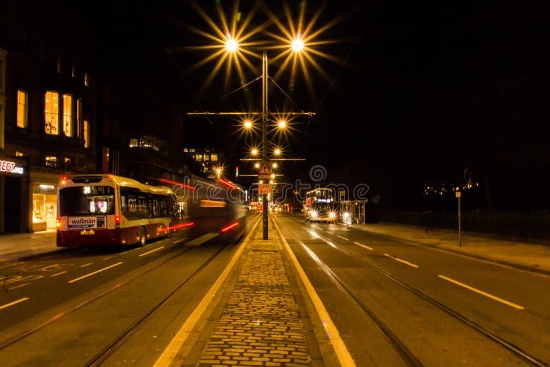 Vida de rua na noite 1 na cidade de Edimburgo imagens de stock