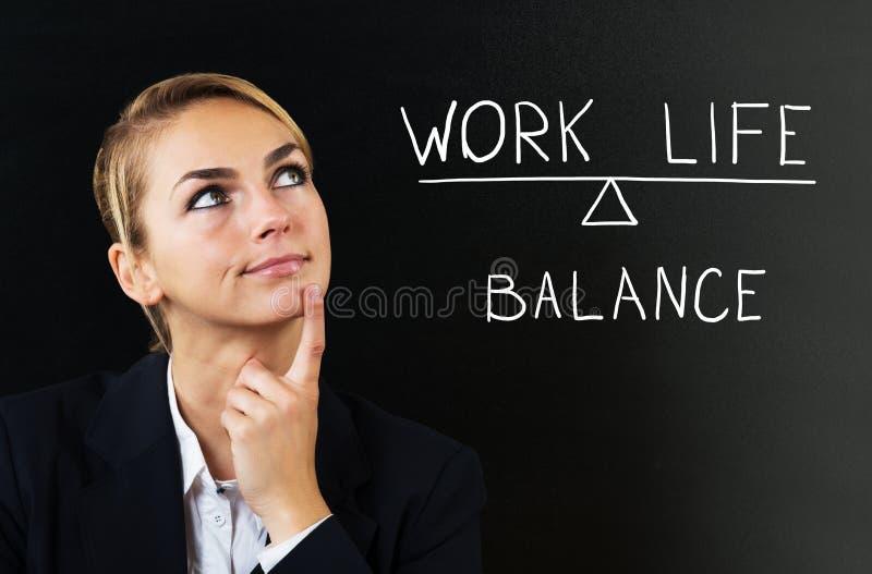 Vida del trabajo de Thinking About Balancing de la empresaria foto de archivo libre de regalías