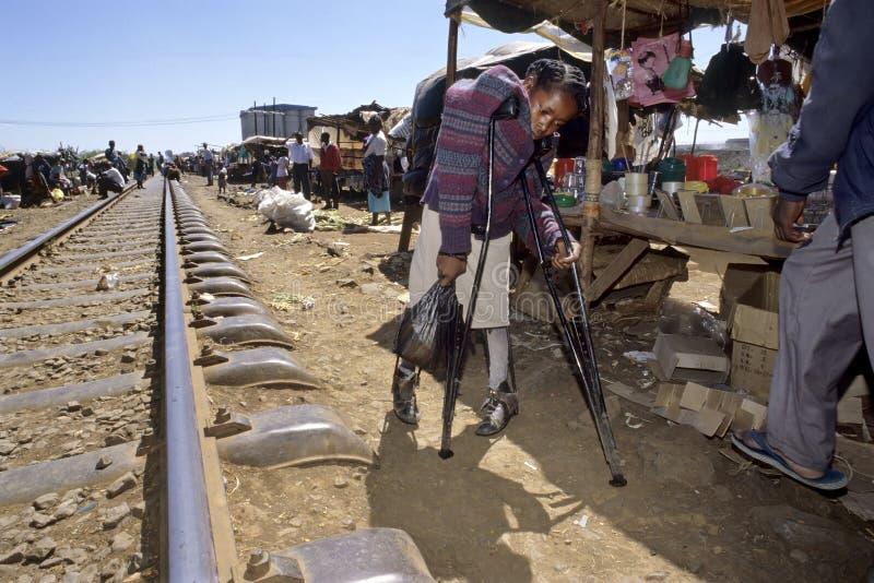 Vida difícil con la incapacidad, tugurios del Kenyan, Nairobi imagen de archivo