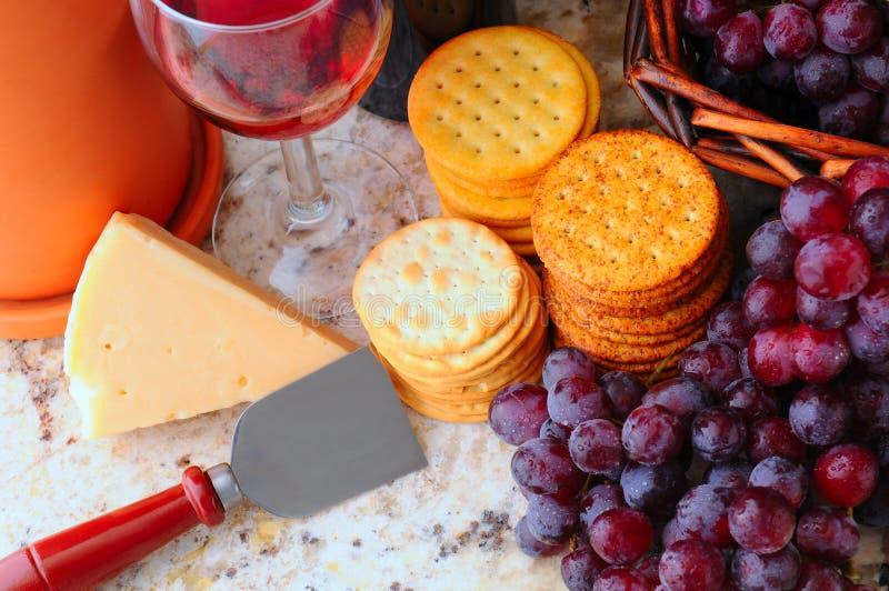 Vida do vinho, do queijo e dos biscoitos ainda imagem de stock royalty free