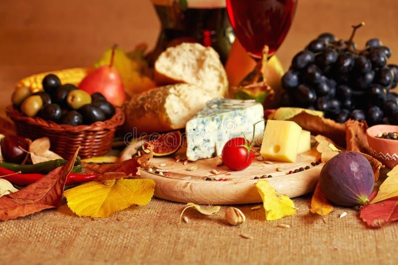 Vida do vinho e do queijo ainda fotografia de stock