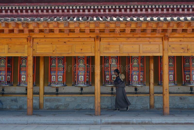 A vida em torno de Labrang em Xiahe, Amdo Tibet, China Peregrinos AR imagens de stock