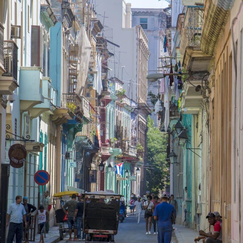 Vida en la calle colorida La Habana, Cuba imagen de archivo libre de regalías