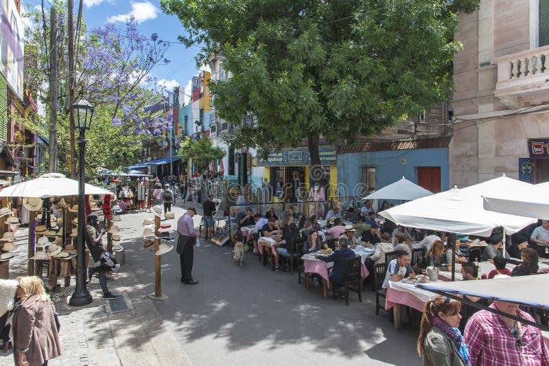 Vida en las calles de la ciudad de Buenos Aires en Caminito foto de archivo libre de regalías
