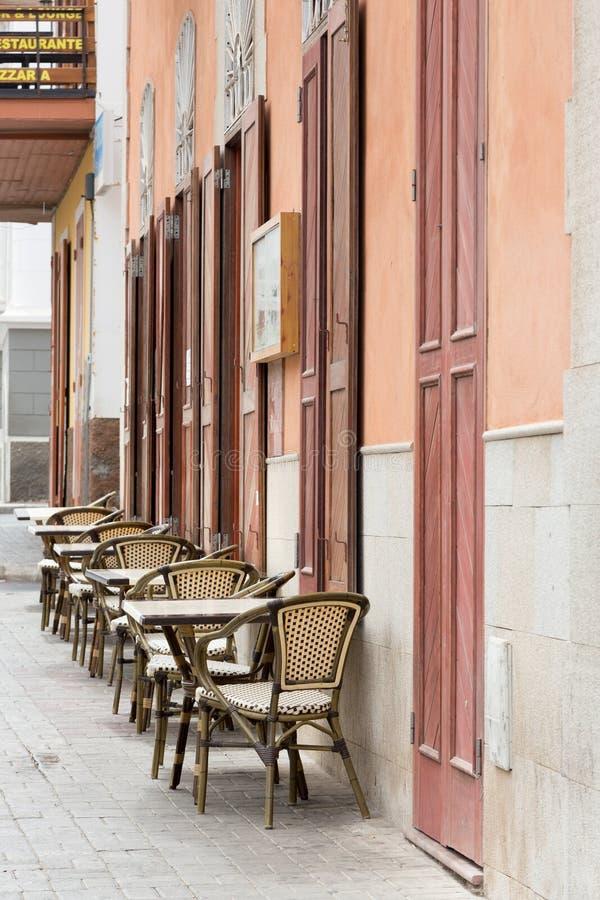 Vida en las calles de Mindelo Restaurante de la mañana foto de archivo libre de regalías