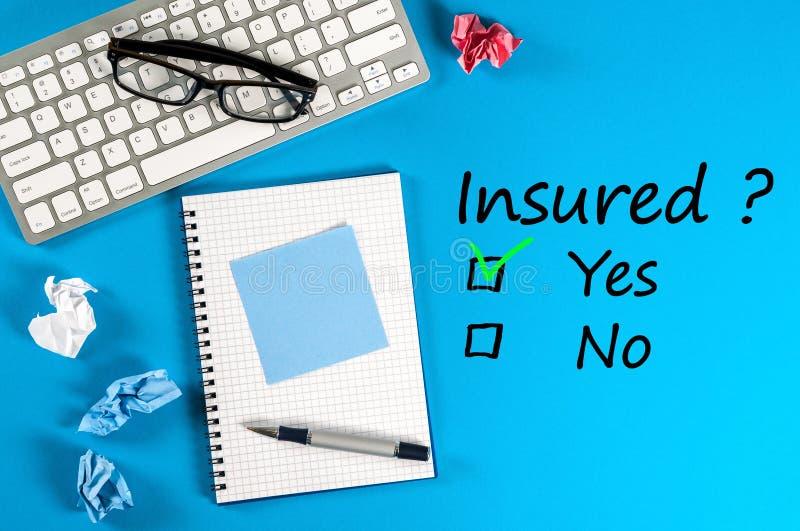 Vida familiar, curso, seguro do carro e do haelth, serviços e conceitos de apoio Homem de negócios ou agente de seguros imagens de stock