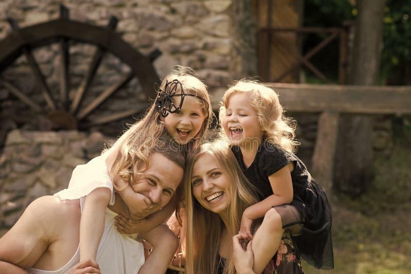 Vida familiar Férias de verão, aventura, descoberta, conceito do desejo por viajar fotografia de stock royalty free