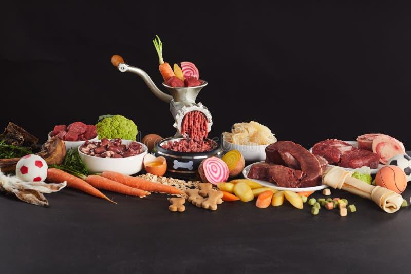 Vida imóvel colorida do alimento cru fresco para o barf fotografia de stock royalty free