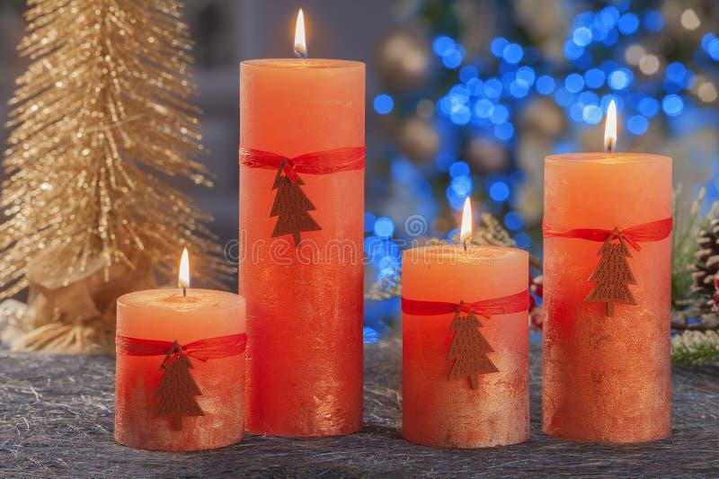Vida imóvel do Natal de velas da iluminação da casa foto de stock