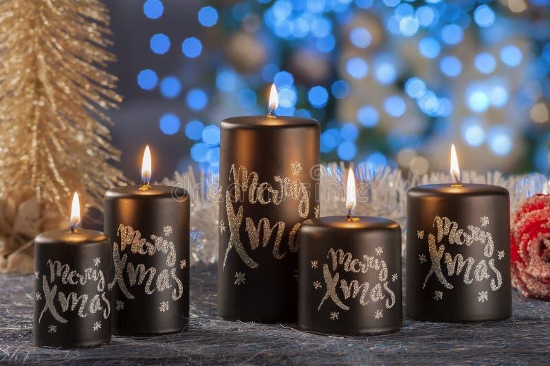 Vida imóvel do Natal de velas da iluminação da casa imagens de stock royalty free