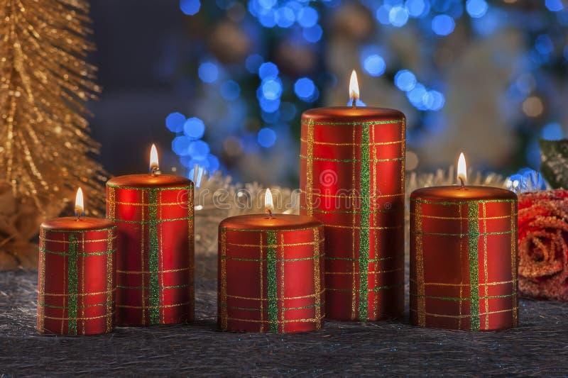 Vida imóvel do Natal de velas da iluminação da casa imagens de stock
