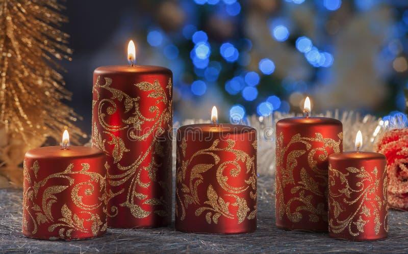 Vida imóvel do Natal de velas da iluminação da casa fotografia de stock royalty free