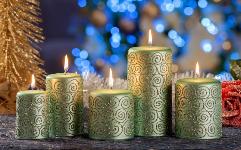 Vida imóvel do Natal de velas da iluminação da casa imagem de stock royalty free
