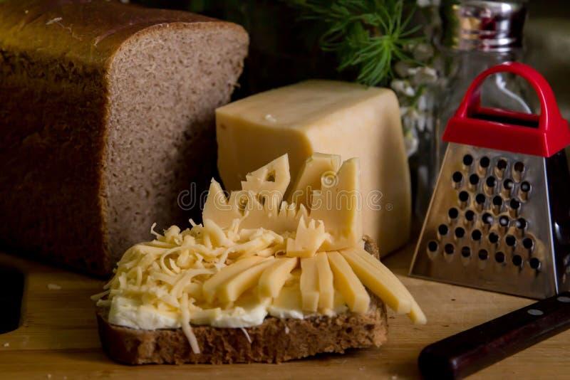 Vida im?vel do queijo, queijo raspado na tabela foto de stock
