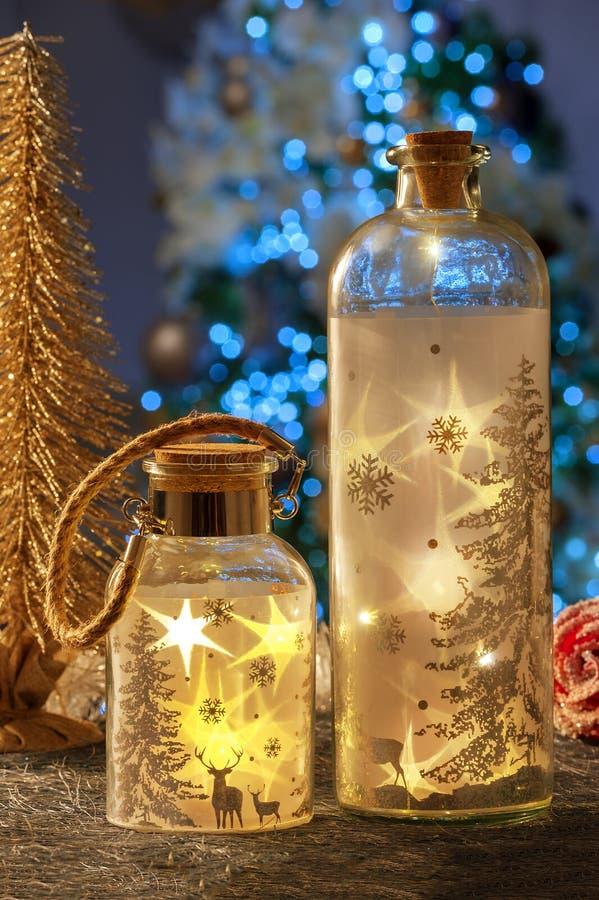 Vida inmóvil de la Navidad de las velas de iluminación caseras fotografía de archivo libre de regalías