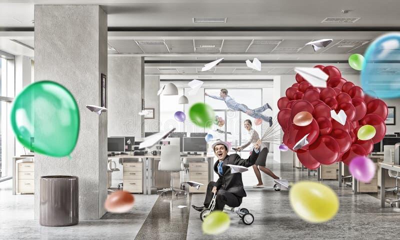 Vida louca do escritório Meios mistos fotografia de stock