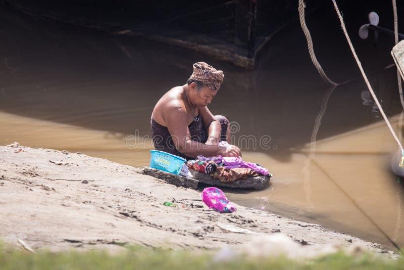 Vida no outro lado do rio em Mandalay, Myanmar Burma fotografia de stock