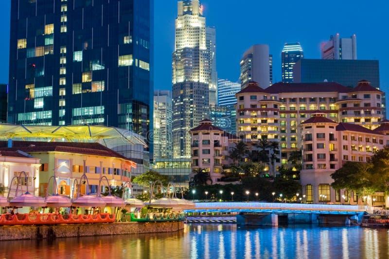 Vida nocturna vibrante de Singapur imagen de archivo libre de regalías